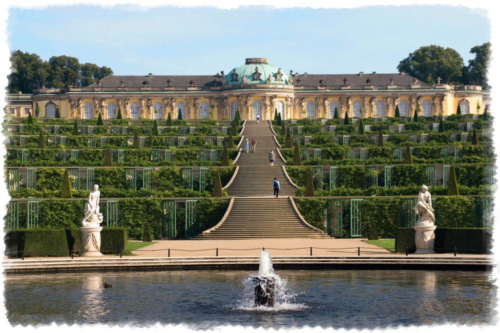 Замок Сан-Суси в Потсдаме в Германии